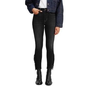 NWT Levi's fringe Capri length pants